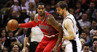 Los Spurs envían a Splitter a Atlanta y ya esperan a Aldridge