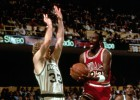 """Larry Bird: """"Michael Jordan me mataría en uno contra uno"""""""
