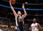 Gordon Hayward abusa de unos Lakers sin Kobe Bryant