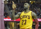 LeBron, Irving y J.R. Smith tiran de unos Cavs sin Kevin Love