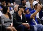 Michael Phelps y su novia no se perdieron el show de Stephen Curry