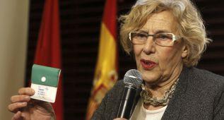 Carmena regala a los jugadores del Madrid unos ceniceros