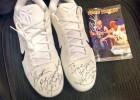 Kobe le regala unas zapatillas a Devin Booker: