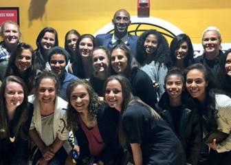 Kobe ayuda a la selección femenina de Afganistán