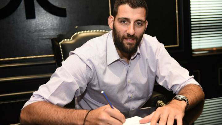 Bourousis, MVP de la ACB 2016, firma con el Panathinaikos