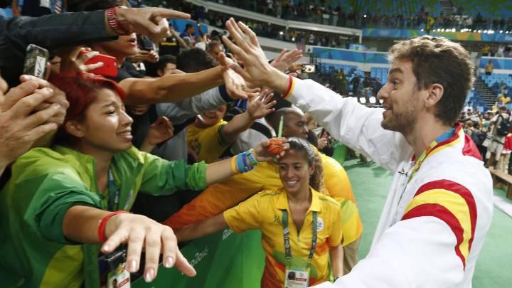 Pau Gasol espera a Marc para decir adiós a la Selección