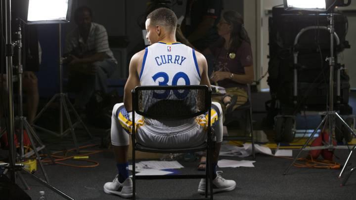 """Curry y su renovación: """"Me gusta jugar aquí y eso es todo"""""""