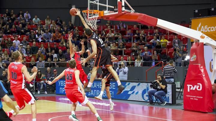 El Valencia Basket gana en Rusia y deja tocado a Katsikaris