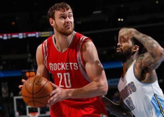 Houston iguala la oferta de Brooklyn y retiene a Motiejunas