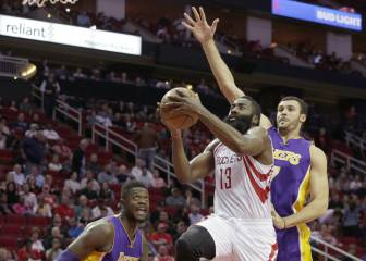 Los Rockets aplastan a unos Lakers en pleno declive
