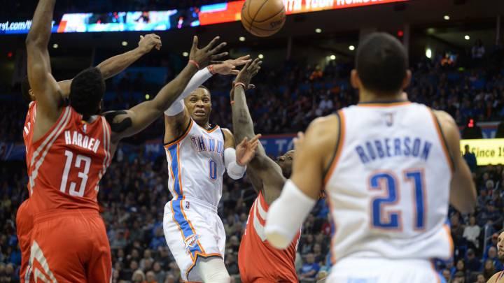 Westbrook iguala a Jordan, pero los Rockets sobreviven en OKC