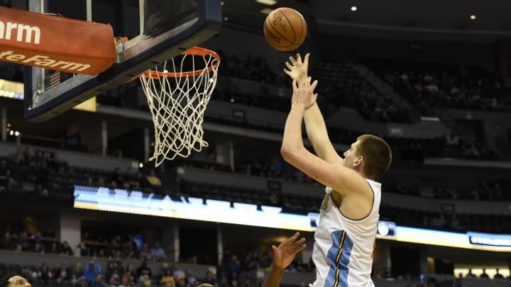 Nikola Jokic (30+11+5+3) está al nivel de las estrellas NBA