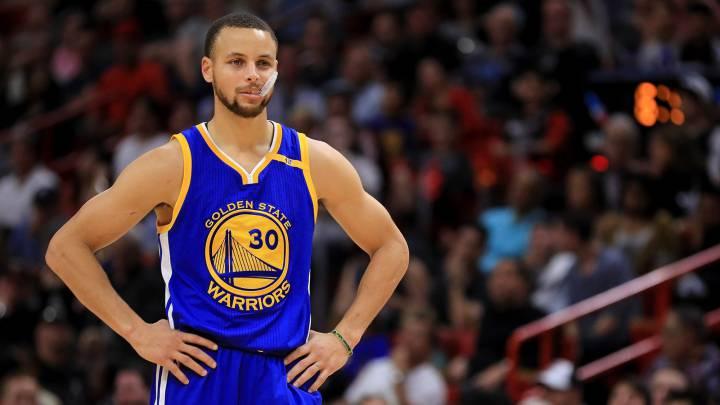 Stephen Curry, base de Golden State Warriors.