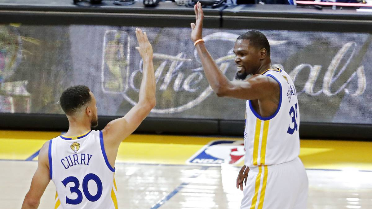 Golden State apalea a Cavaliers