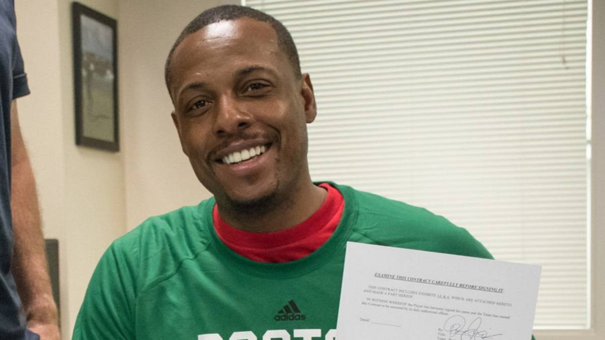Paul Pierce firma por un día con los Celtics de Boston