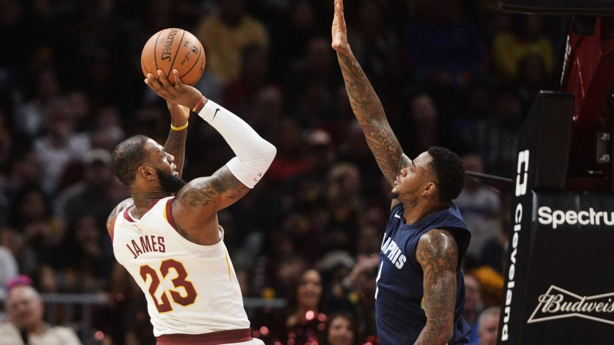 Spurs comienzan a jugar mejor defensa; Warriors reactivan su ataque