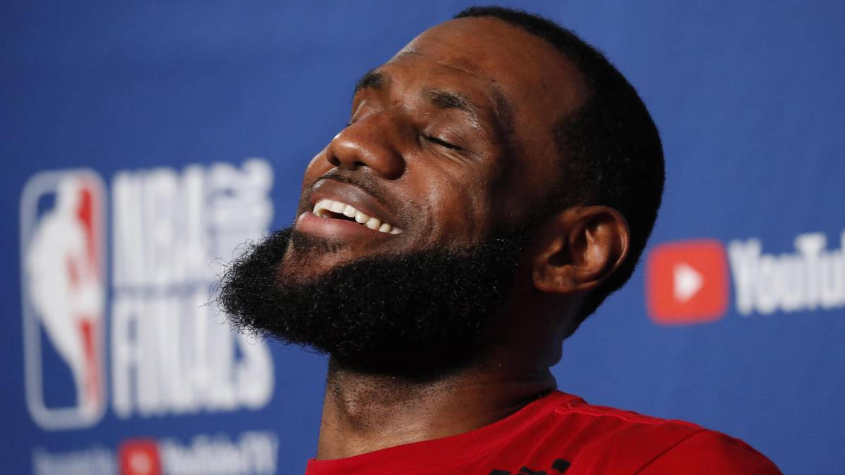 ¡Es oficial! Lakers anuncia que LeBron James ha firmado