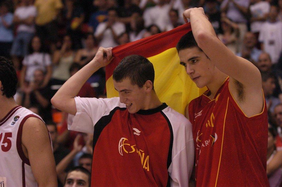 Medalla de oro en el Campeonato de Europa Júnior 2004 de Zaragoza. nombrado MVP del torneo con las siguientes estadísticas: 19 puntos, 4,6 rebotes, 8,5 asistencias y 2,1 recuperaciones por partido.