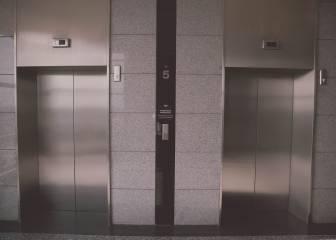 La razón por la cual no puedes hablar por el móvil en los ascensores