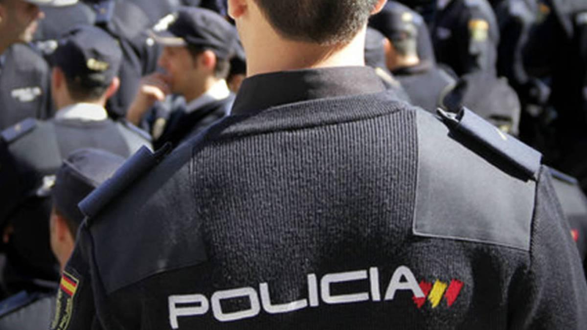 Se expone a una multa de hasta 30.000 euros por ir disfrazado de policía