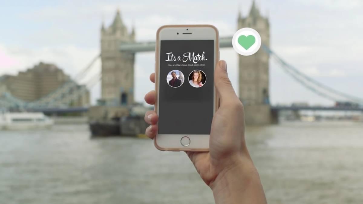 Mujeres iniciarán conversación por Tinder