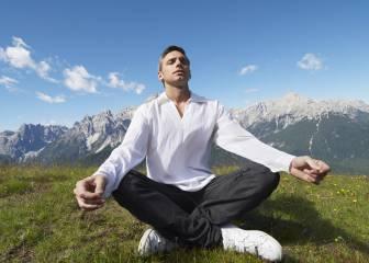 5 posturas de yoga que combaten el mal aliento
