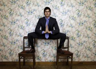 Yoga para vagos: 4 posturas efectivas sin levantarse de la silla