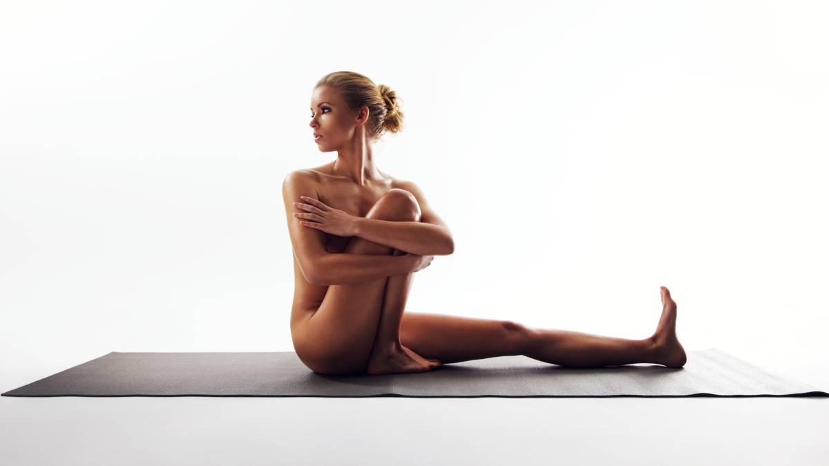 Por qué es mejor para la salud practicar yoga sin ropa que vestido ... 1fd3b7b9d42a