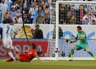 Chile cae sin apelación ante Argentina en el debut copero