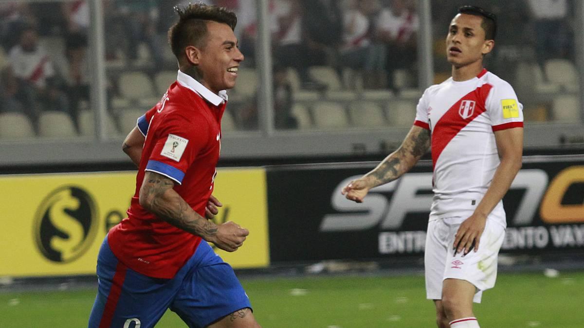 Chile vence a Perú en un clásico de necesitados