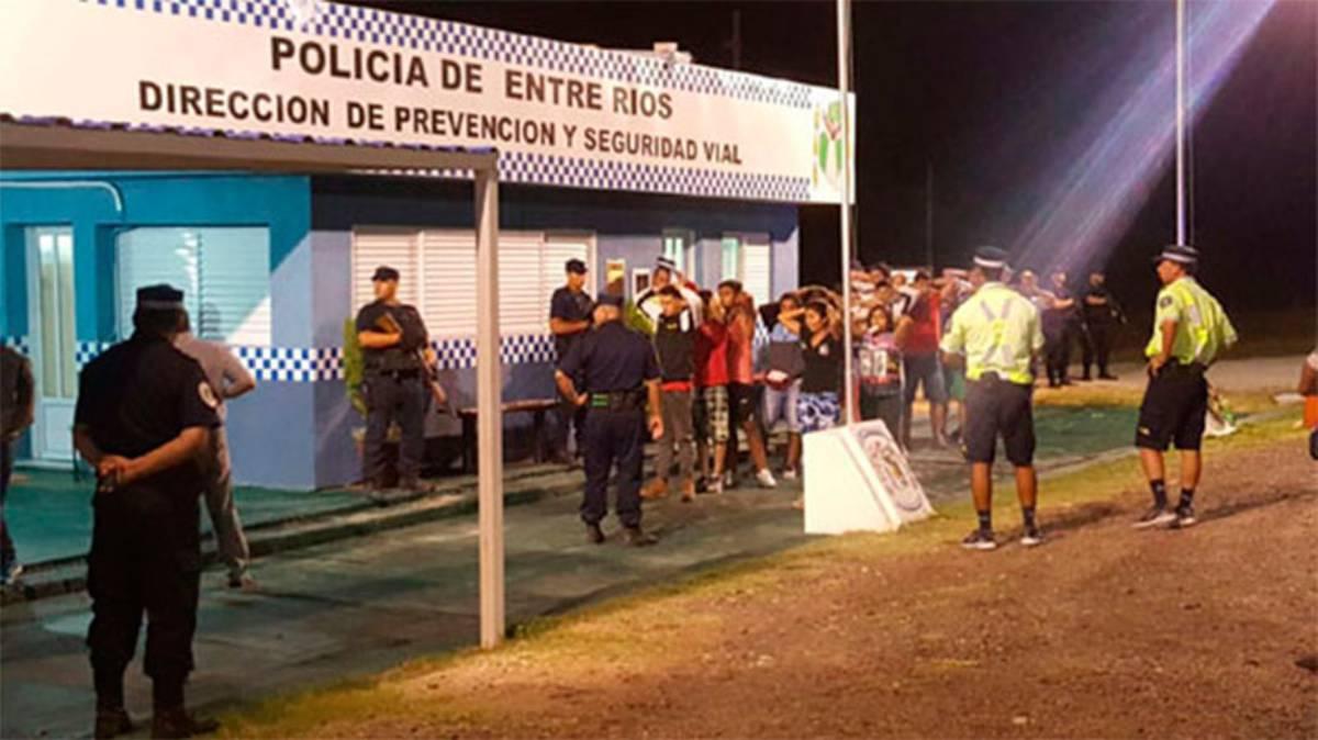 Una joven denunció que hinchas chilenos la violaron en el colectivo