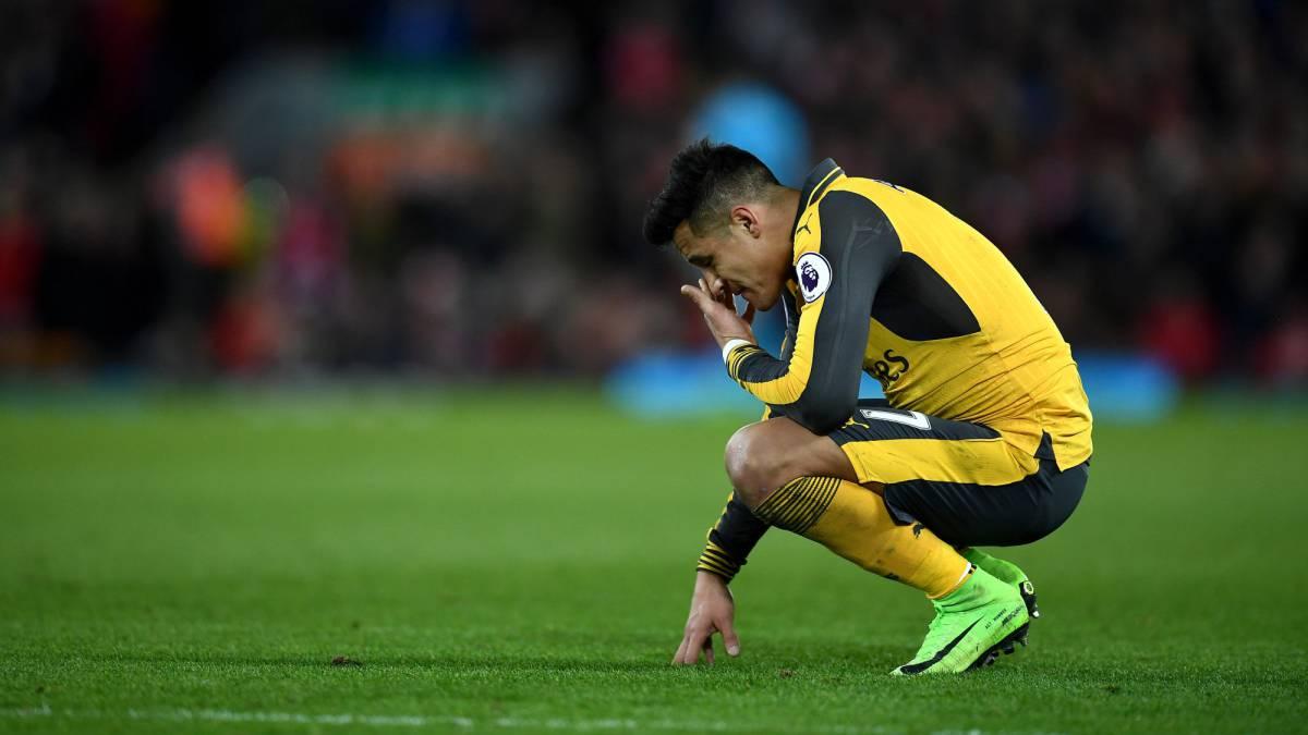 Arsenal pierde ante Liverpool con un Alexis Sánchez que partió como suplente