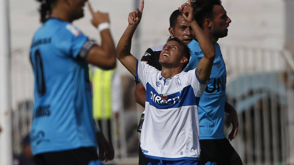 Universidad Católica supera a Deportes Iquique y se asegura disputar la Supercopa