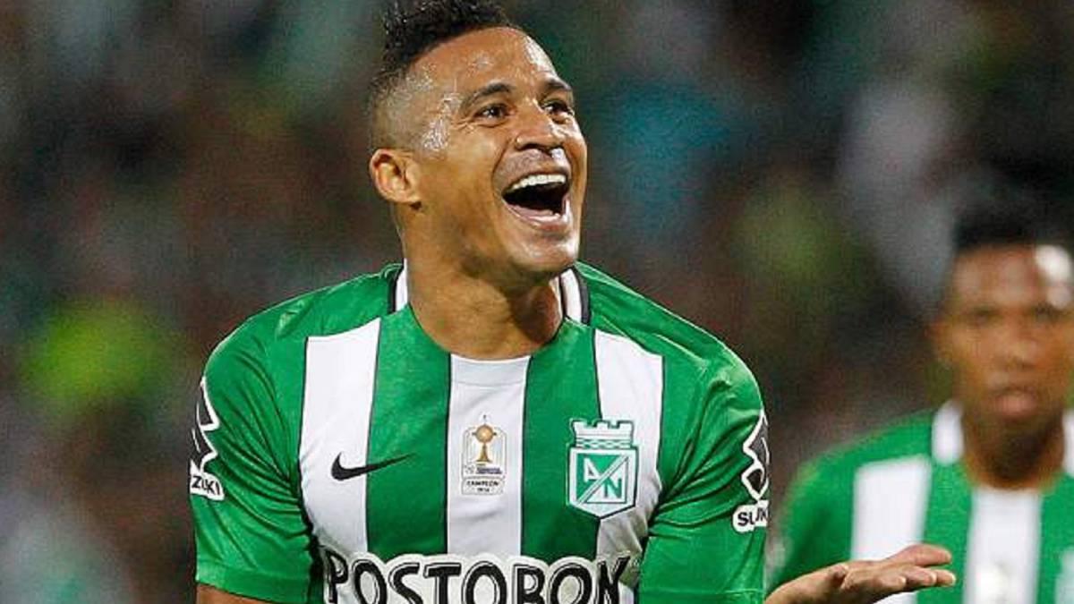 Torres sobre Colo Colo: