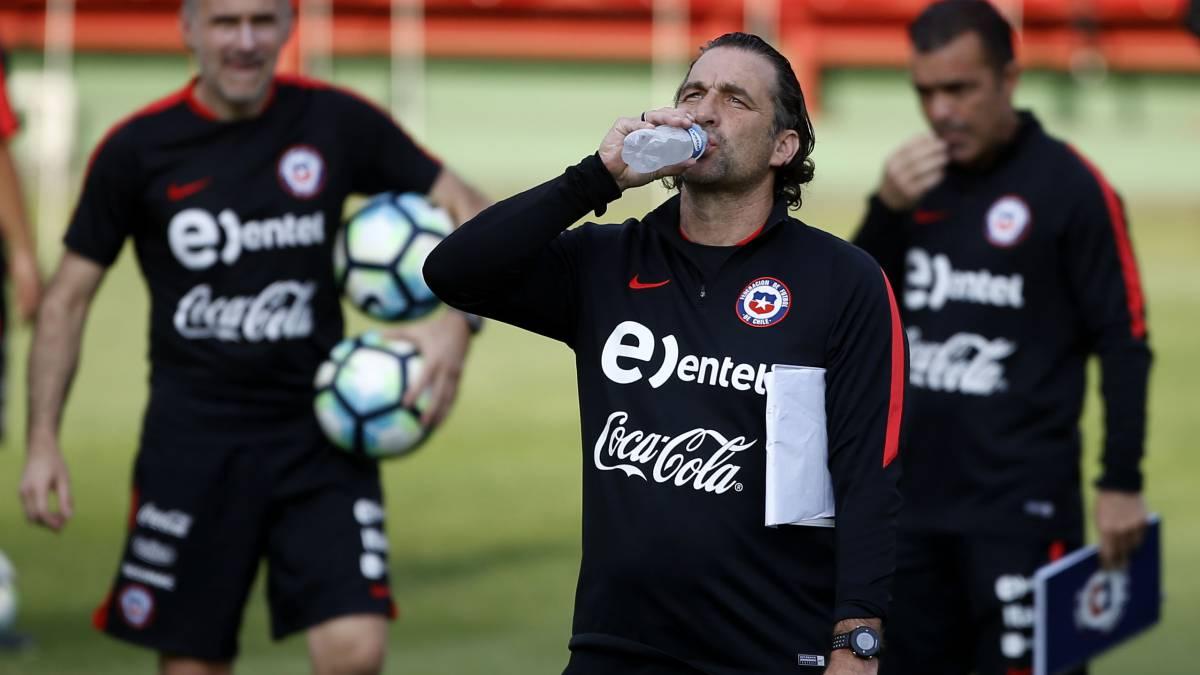 Chile se entrena por primera vez en Brasil pendiente de Charles Aránguiz