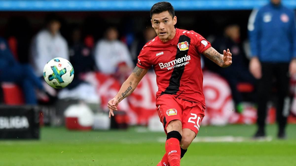 Bayer Leverkusen gana con Aránguiz y sube al segundo lugar