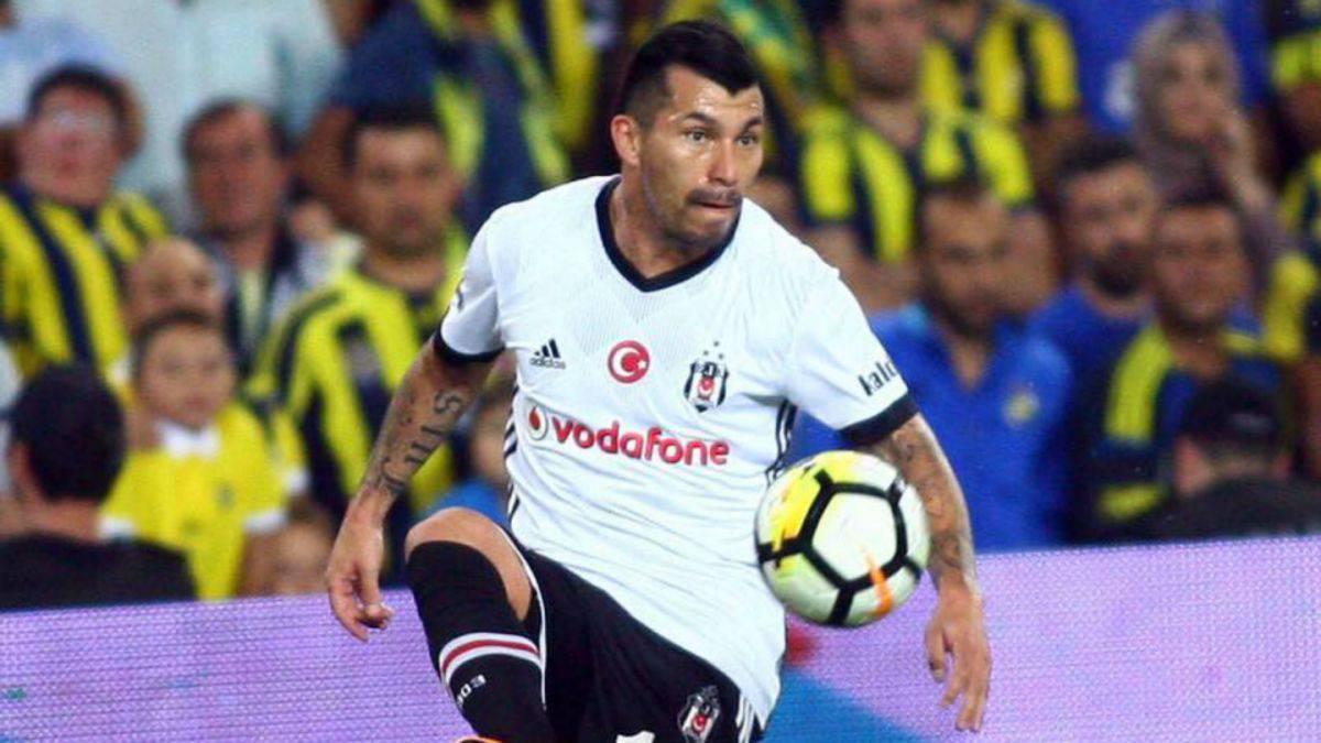 Besiktas de Gary Medel logró demoledora victoria sobre Karabukspor en Turquía
