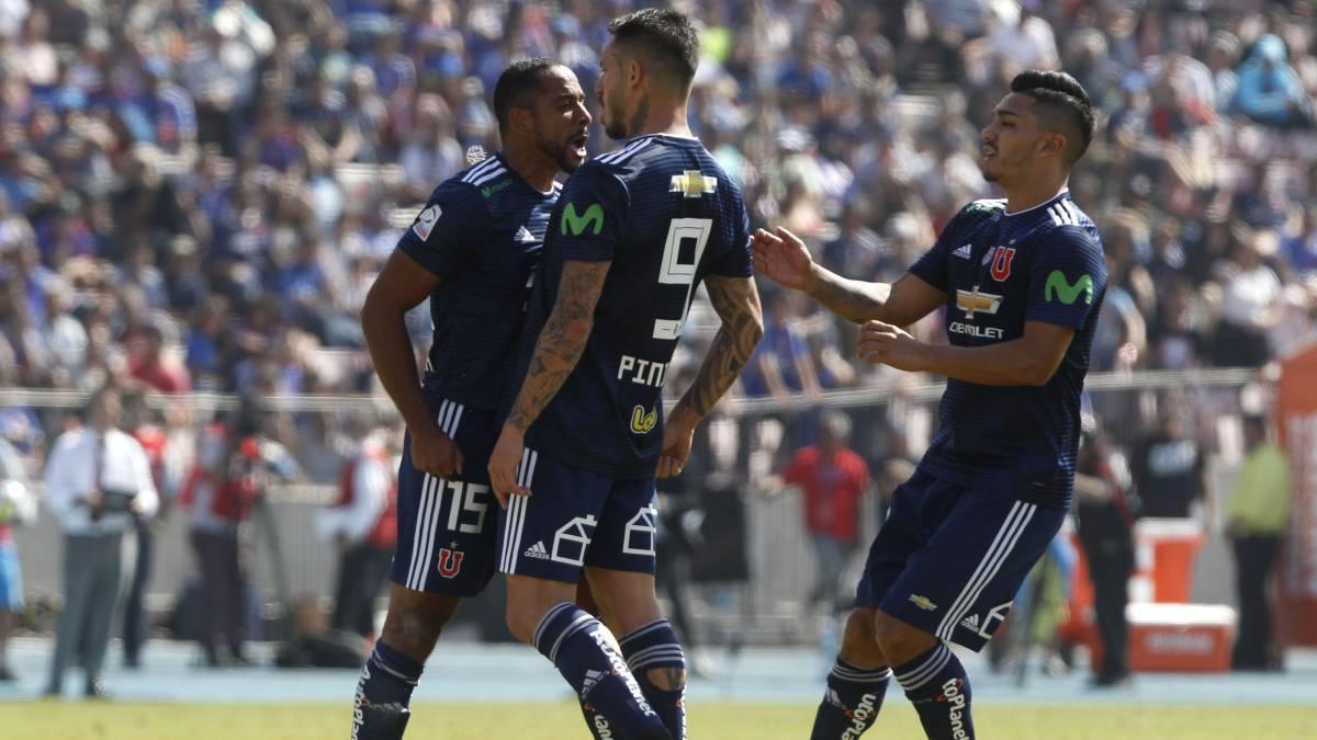 Tremendo: Beausejour casi golpea a Pinilla tras su expulsión en el Superclásico
