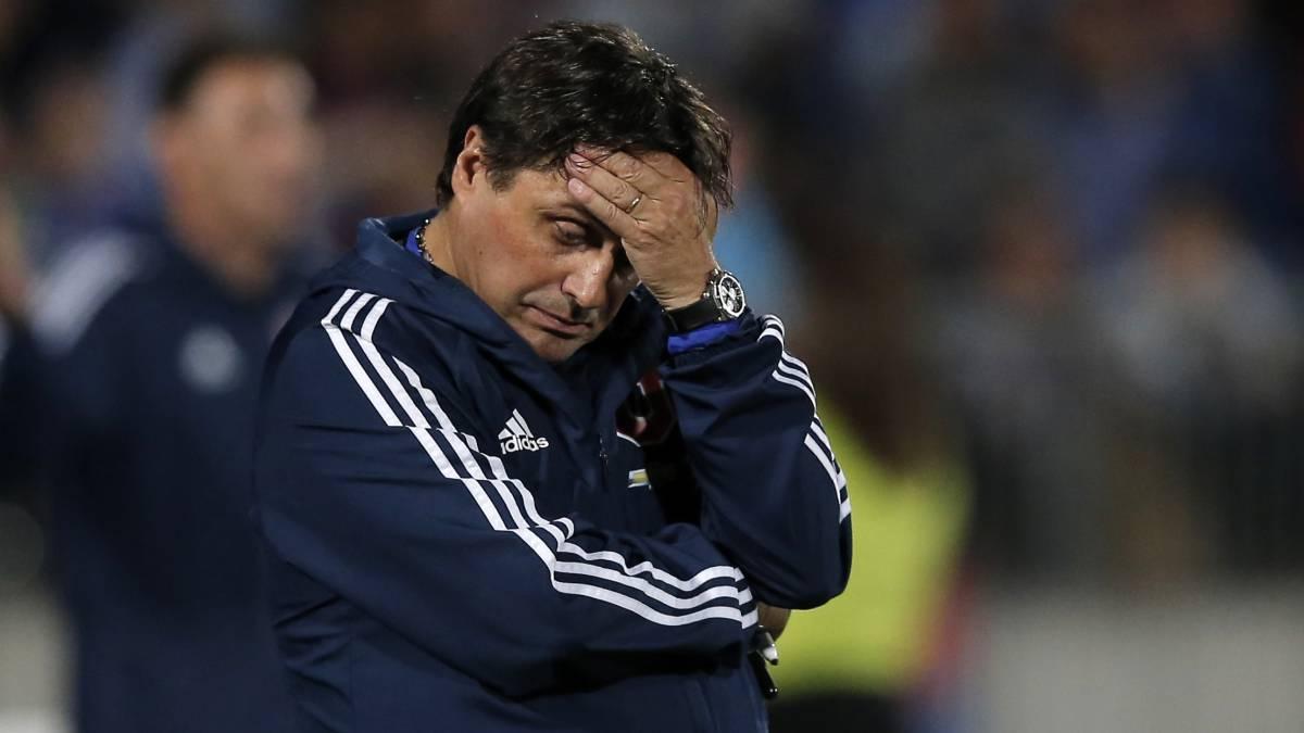 Hoyos es desvinculado de Universidad de Chile tras estrepitosa derrota en Brasil