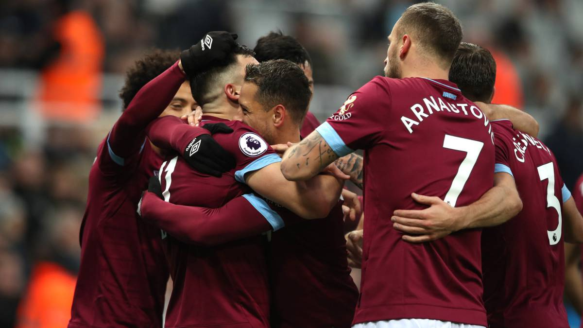 Chicharito abre las puertas para salir del West Ham