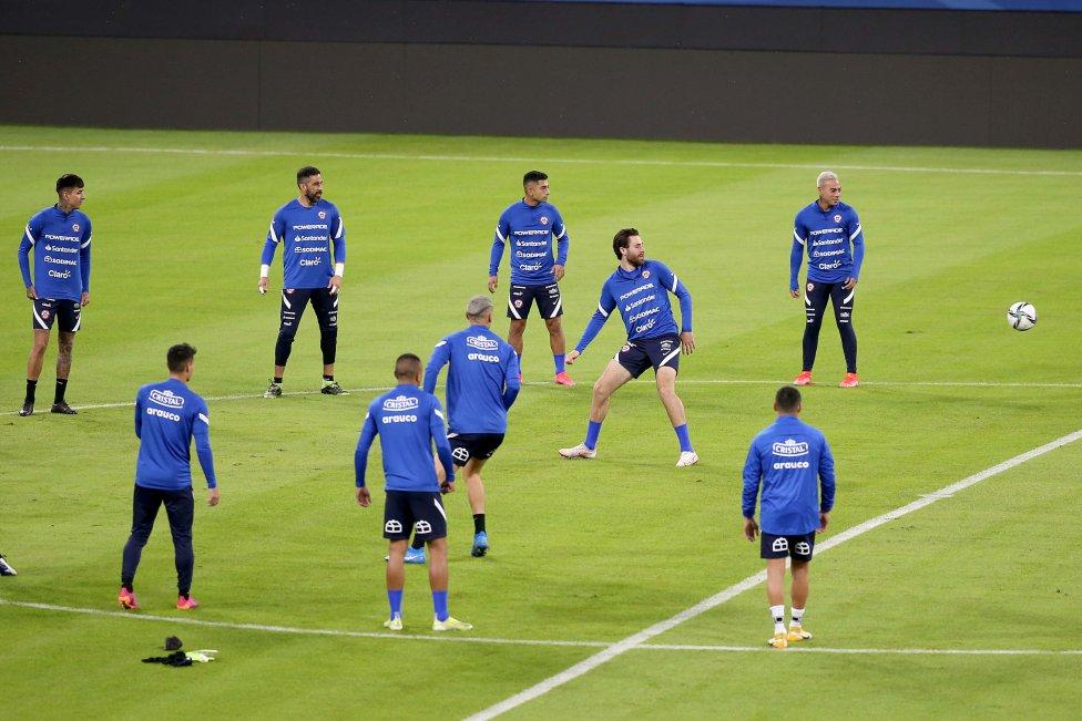 La Roja reconoció el terreno de juego del estadio Único Madre de Ciudades. Con capacidad para 30 mil personas, será el escenario del Argentina-Chile de este jueves.