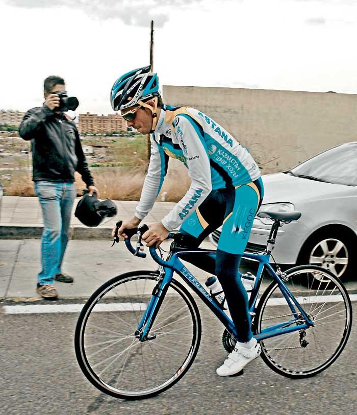 Contador da sus primeras pedaladas hacia el Tour