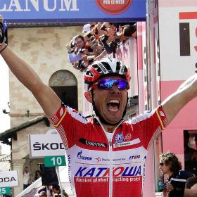 Purito Rodrguez se viste de rosa tras ganar la etapa