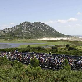 UCI convoca una cumbre para salvar el ciclismo