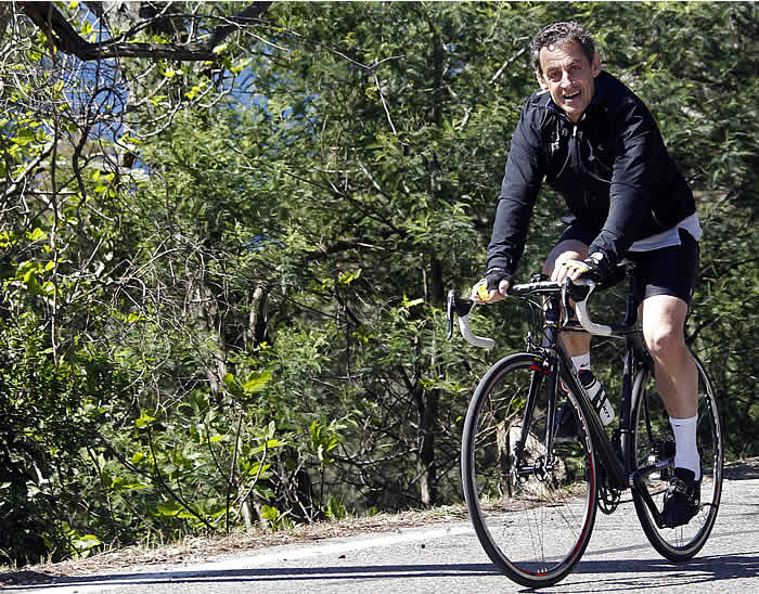 Sarkozy, señalado como encubridor de Armstrong