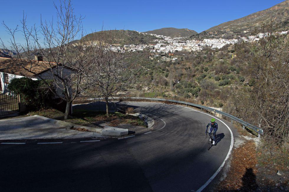 La subida a Haza Llanas es la bomba oculta en Sierra Nevada