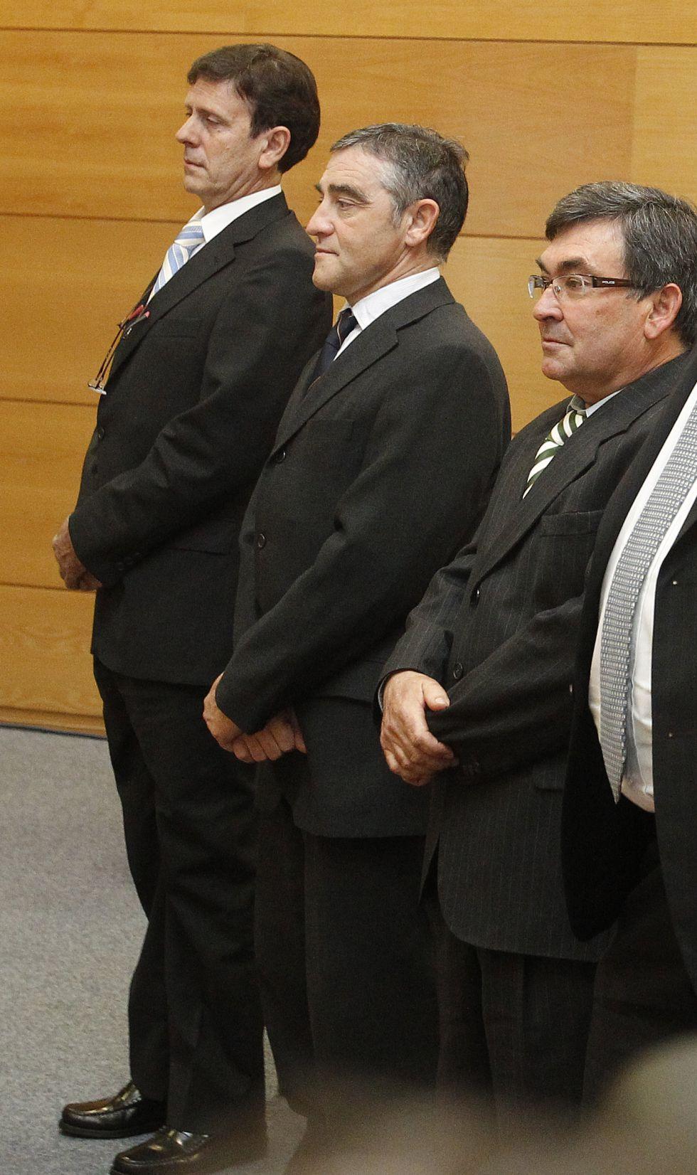 Fuentes se niega a contestar a las acusaciones particulares