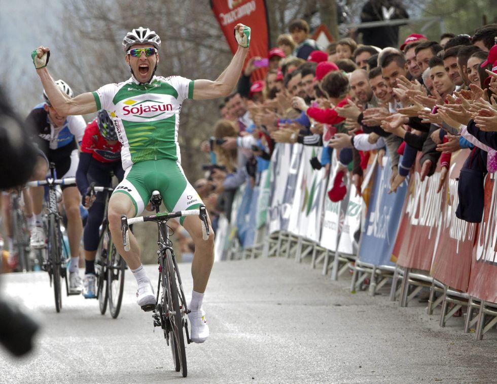 El francés Hivert sorprende a Valverde en la meta de Ubrique