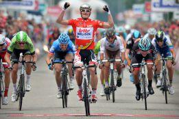 Greipel se impone al sprint y Lars Boom se coloca de líder