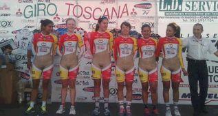 El atrevido maillot de las chicas del equipo colombiano IDRD